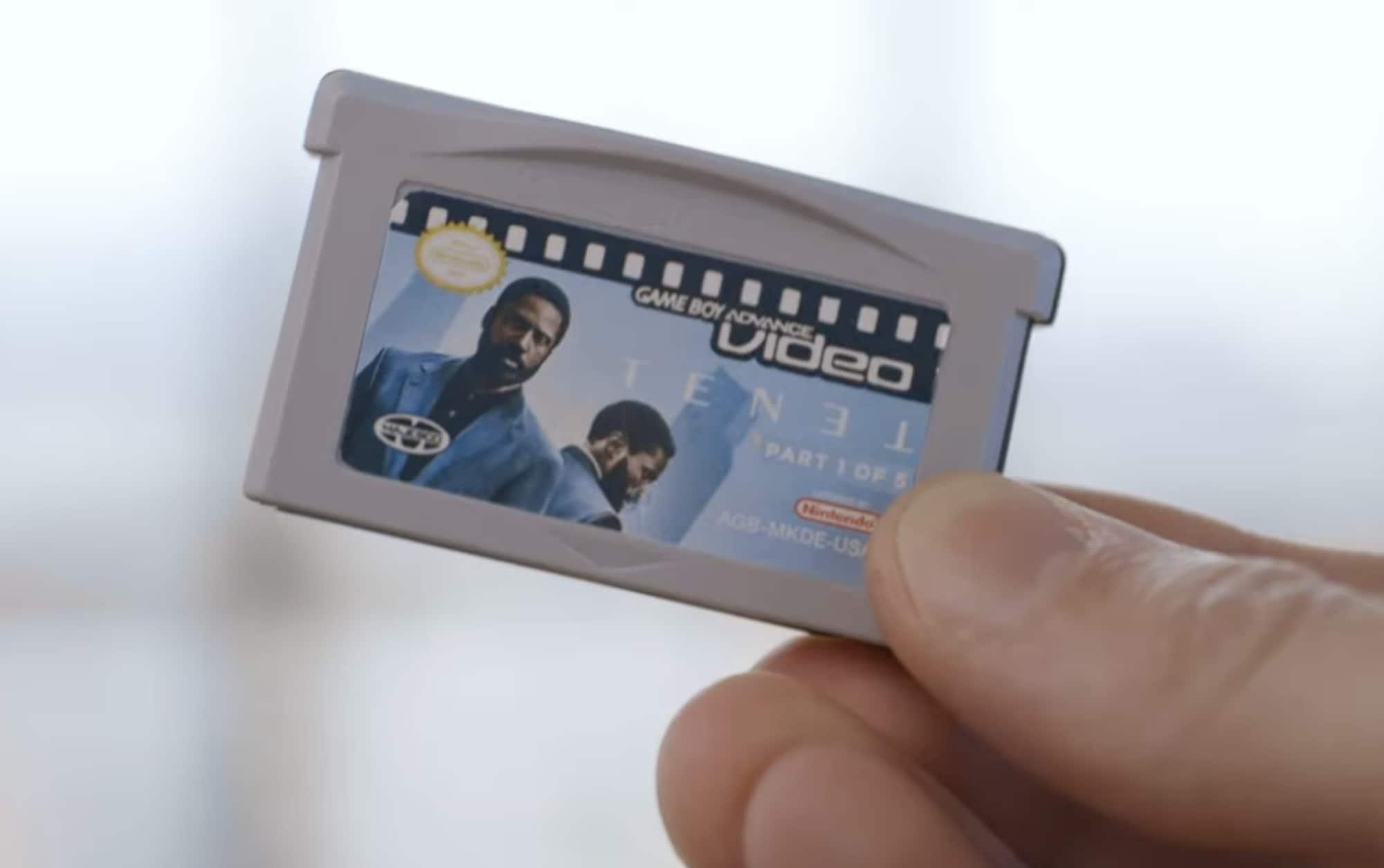 Un YouTuber a divisé le film Tenet en cinq cartouches Game Boy Advance pour en faire l'expérience de la pire façon possible