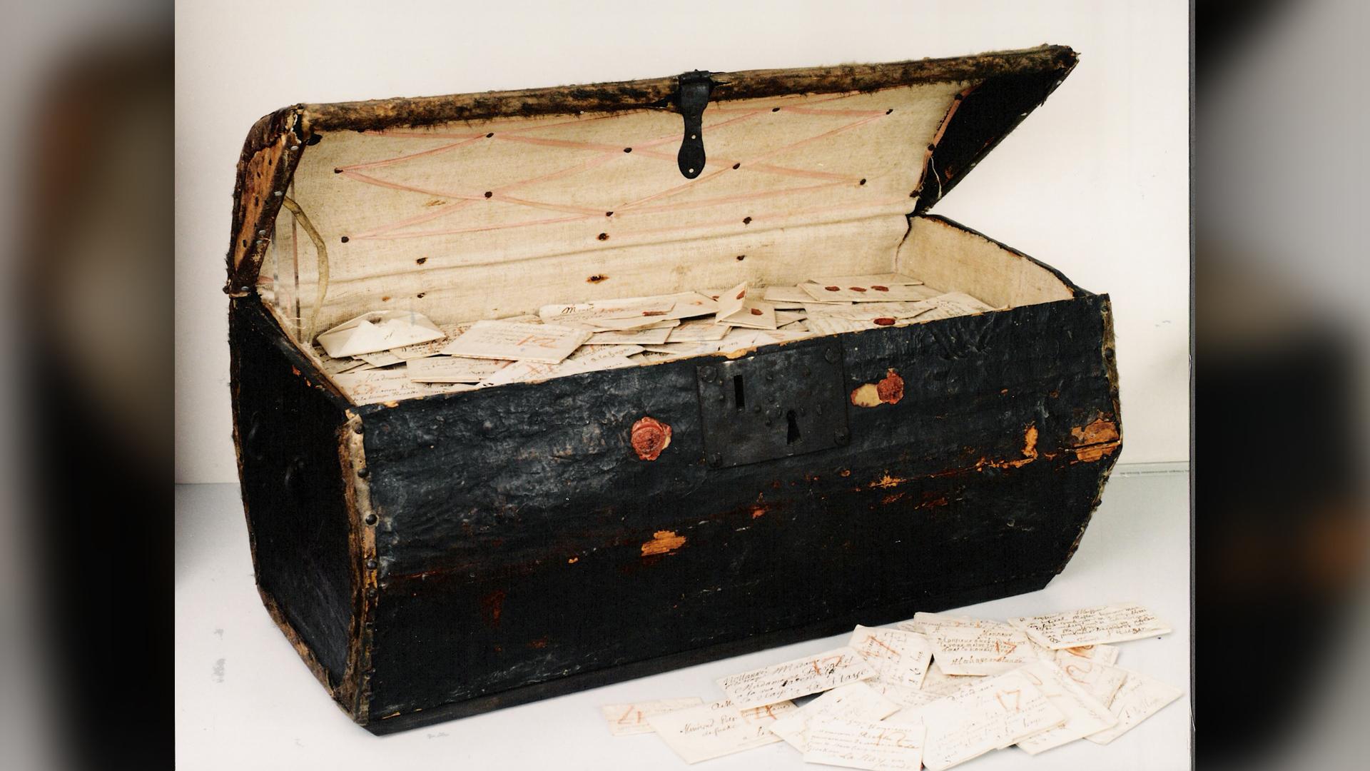 Une malle du XVIIe siècle léguée au musée postal néerlandais de La Haye contenait des milliers de lettres envoyées de toute l'Europe et qui n'ont jamais été livrées.