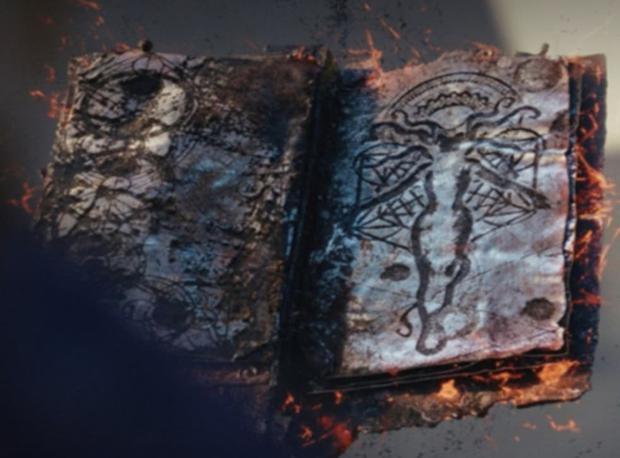 """À la fin de """"WandaVision"""", la sorcière écarlate a analysé le Darkhold (Photo: Disney + / Marvel)"""