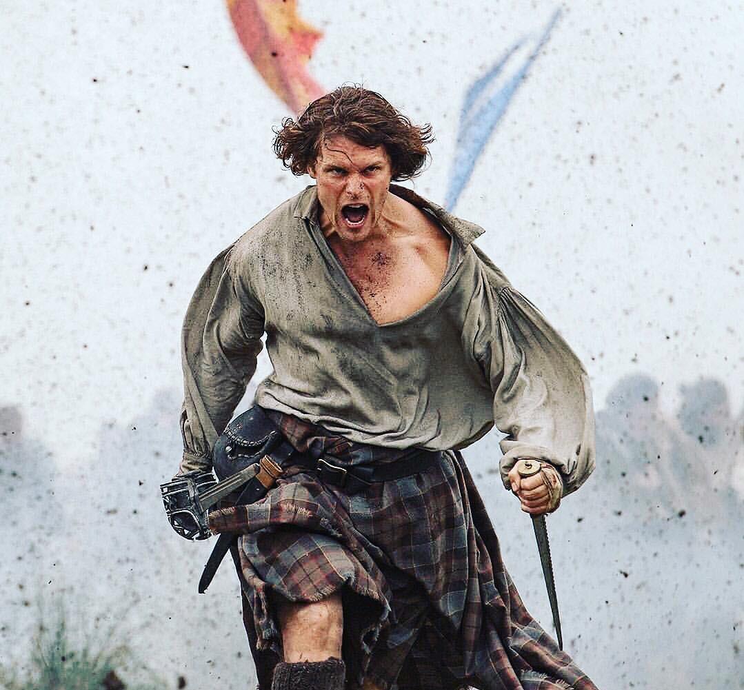 L'utilisation de l'épée n'était pas nouvelle pour Sam Heughan.  Photo: (IMDB)