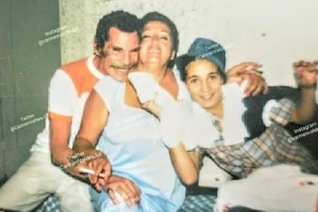 Ramón Valdés avec Araceli Julián et sa fille.  (Photo: Carmen Valdés / Instagram)