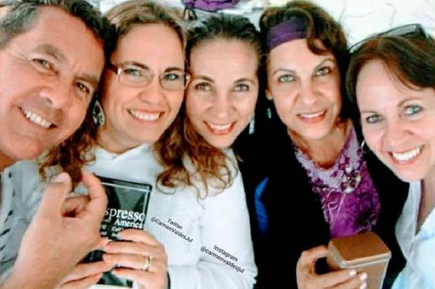 Les cinq enfants que Ramón Valdés a eu avec Araceli Julián.  Ce sont: Esteban, Selene, Carmen, Gabriela et Araceli.  (Photo: Carmen Valdés / Instagram)