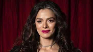 """10 choses à savoir sur Özge Özpirinçci, l'actrice turque qui joue Bahar dans """"Woman"""""""