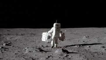 Le temps qu'il nous faudrait pour marcher autour de la lune