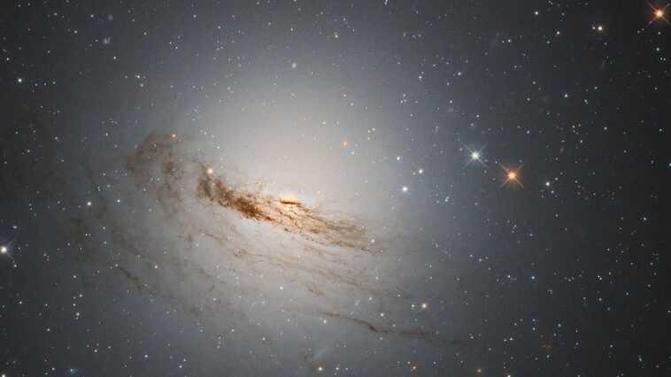 Le Télescope Hubble Capture Une Image Saisissante D'une Galaxie Mourante