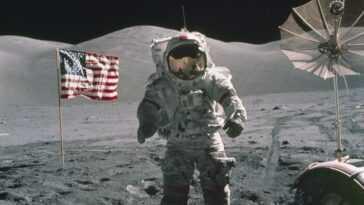 Pourquoi La Nasa Envoie T Elle Une Femme Sur La Lune?