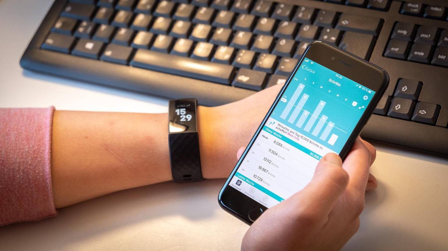 Fitbit Charge 3 19