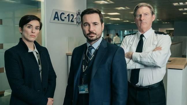 Compston aux côtés de ses co-stars de Line of Duty.  Crédit: BBC