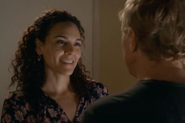 Comment le retour du père de Miguel affectera-t-il la relation de Carmen Díaz avec Johnny Lawrence?  (Photo: Netflix)