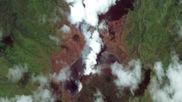 L'éruption Du Volcan La Soufrière De Saint Vincent Repérée Depuis L'espace