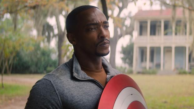 Sam reconnaît qu'il n'a pas accepté le bouclier parce qu'il ne pense pas que l'Amérique est prête pour un Captain America noir (Photo: Marvel Studios / Disney +)