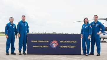 Les Astronautes De L'équipage 2 Arrivent En Floride Avant Le