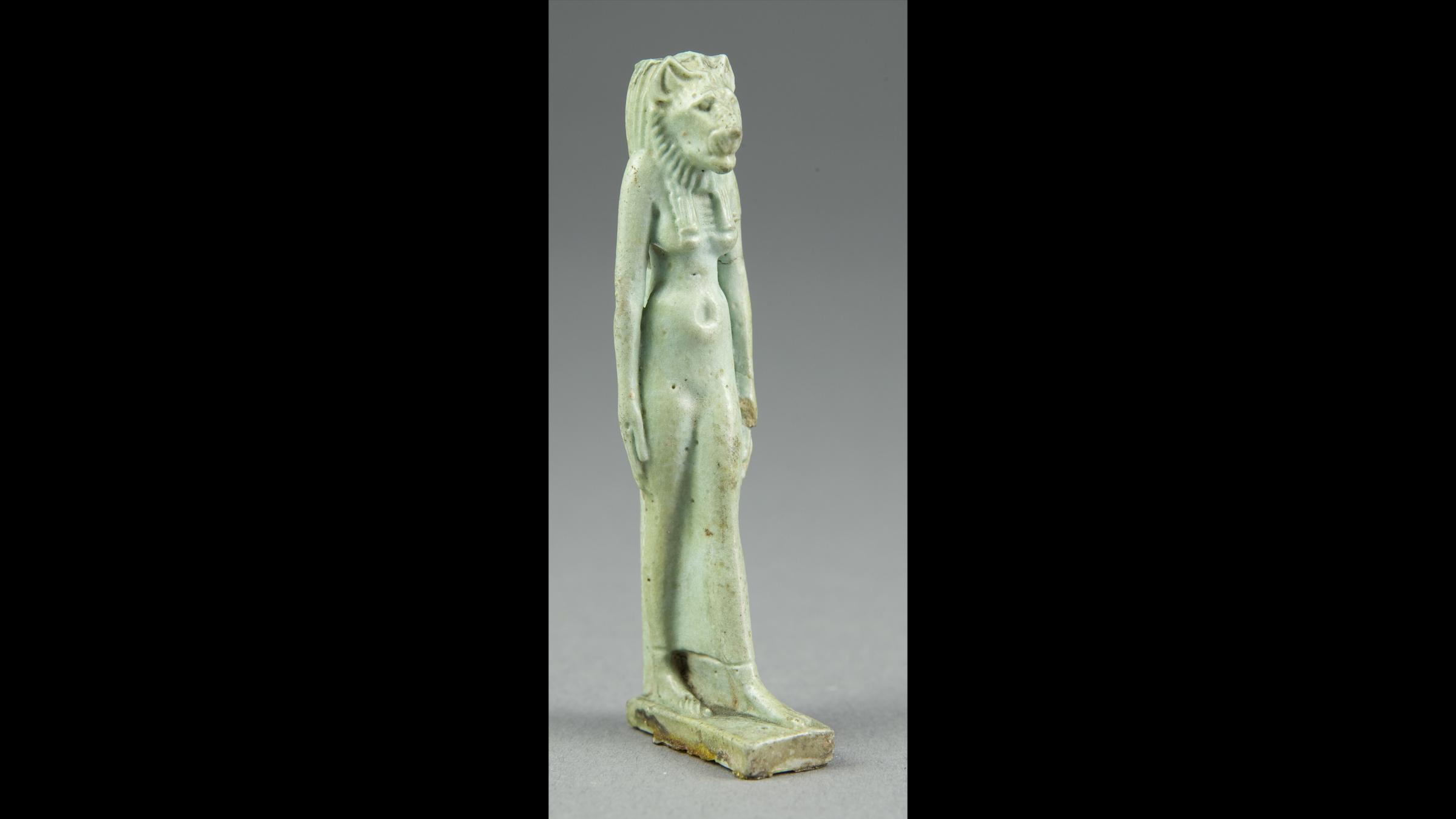 Une amulette de la divinité à tête de lionne Sekhmet, datant de la troisième période intermédiaire de l'Égypte (1070–664 avant JC).