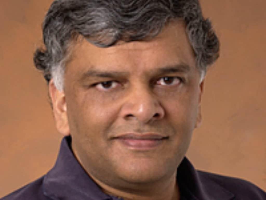 Le Dr J (Bob) Balaram est l'ingénieur en chef de l'hélicoptère Ingenuity.  Crédit d'image: NASA / JPL