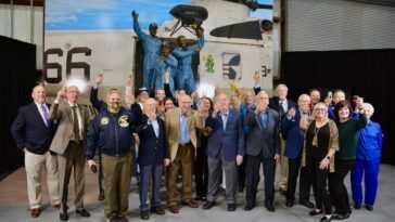 Les Astronautes D'apollo 13 Portent Un Toast à Leur Rétablissement