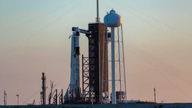 Spacex Lancera 4 Astronautes Vers La Station Spatiale Avant L'aube