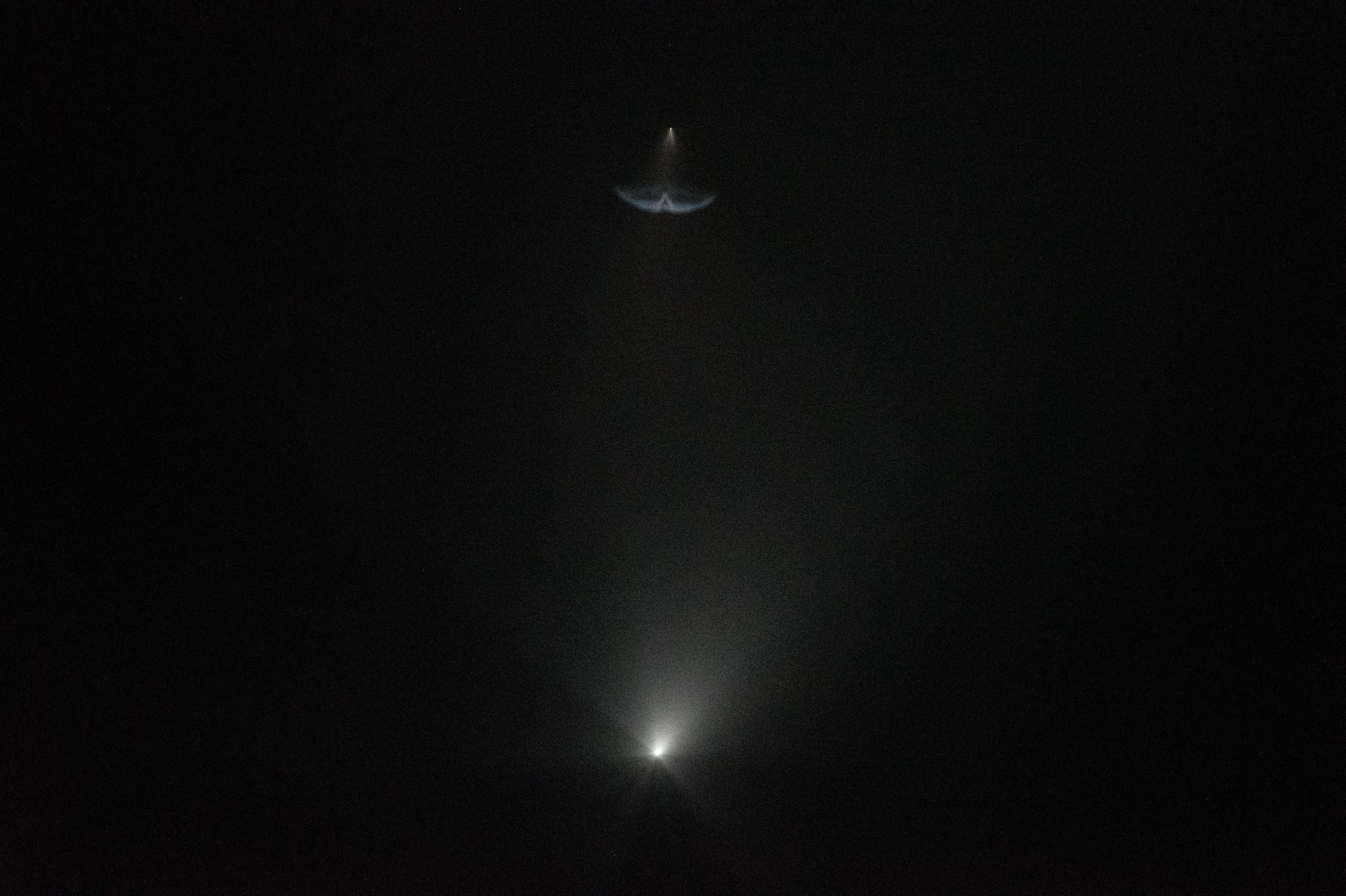 La première étape (ci-dessus) s'est séparée de la fusée Falcon 9 lors du lancement de SpaceX Crew-2 le 23 avril 2021.