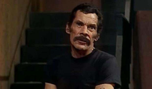 Don Ramón regrette de ne pas avoir pu offrir un gâteau au jambon à Chavo.  (Photo: Televisa)