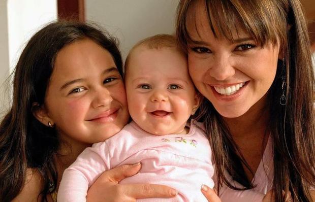 Pour Natasha Klauss, laisser sa fille pendant des mois était l'un des tests les plus difficiles qu'elle ait dû passer.  (Photo: Ella en ligne)