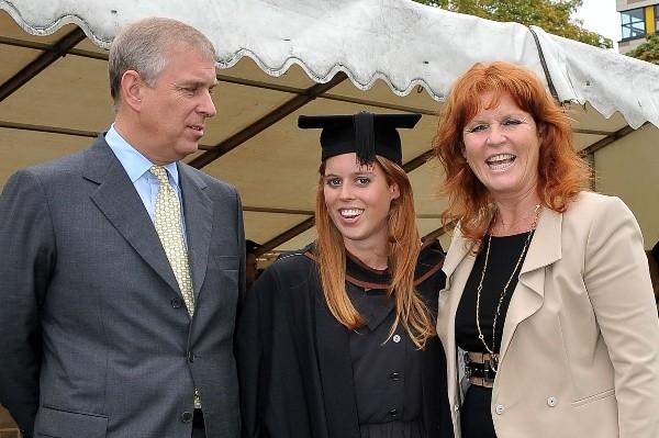 Le prince Andrés avec son ex-femme et sa première-née, Beatriz.  Photo: (Getty)