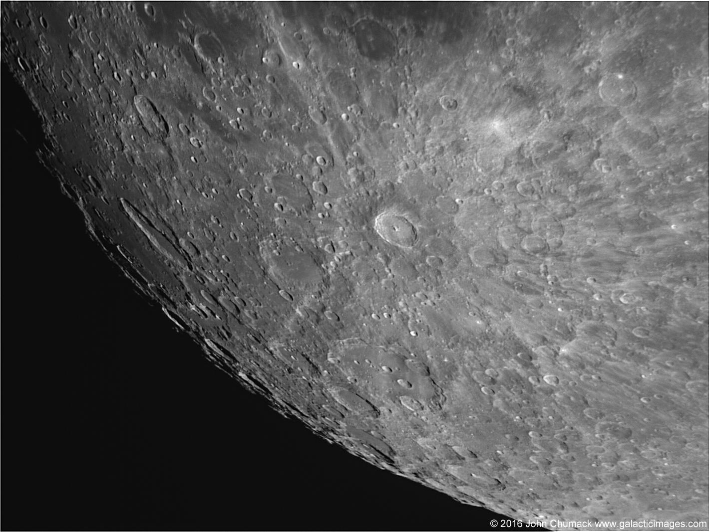 L'astrophotographe John Chumack a pris cette image du cratère Tycho à la surface de la lune le 19 février 2016.