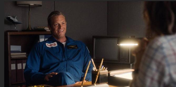 Joel Kinnaman comme astronaute de la NASA Ed Baldwin dans