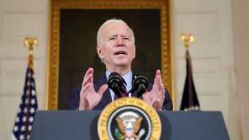 Biden Impose Des Sanctions à La Russie Et Expulse Des