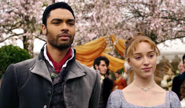 Qu'arrivera-t-il à Daphné, personnage joué par Phoebe Dynevor, après le départ de l'acteur Regé-Jean Page?  (Photo: Netflix)
