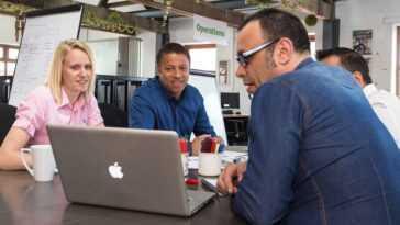 Ce que nous pouvons apprendre d'Elon Musk, de Steve Jobs et d'autres grands leaders technologiques sur les réunions