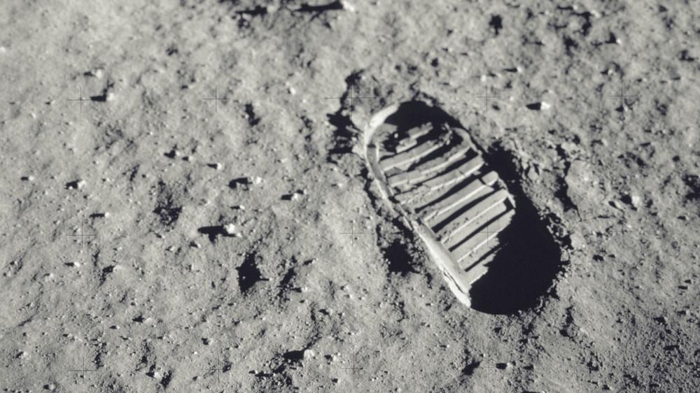 Une empreinte d'astronautes sur la surface lunaire.