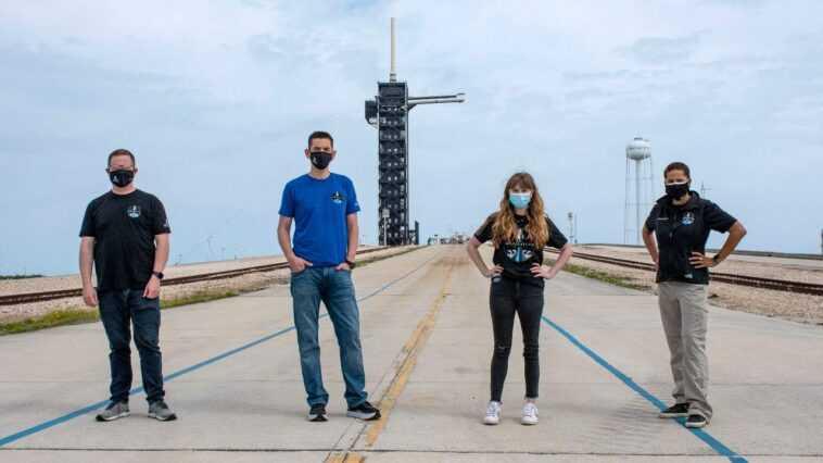 Des Centaines De Touristes De L'espace En Formation Pour Vivre