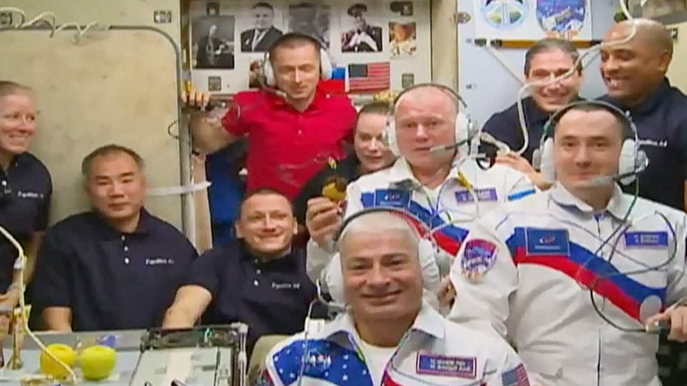 Deux cosmonautes et un astronaute arrivent à la Station spatiale internationale