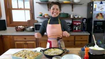 Internet se répand à propos de la `` salade de maïs soufflé '' de Molly Yeh, alors nous l'avons essayé