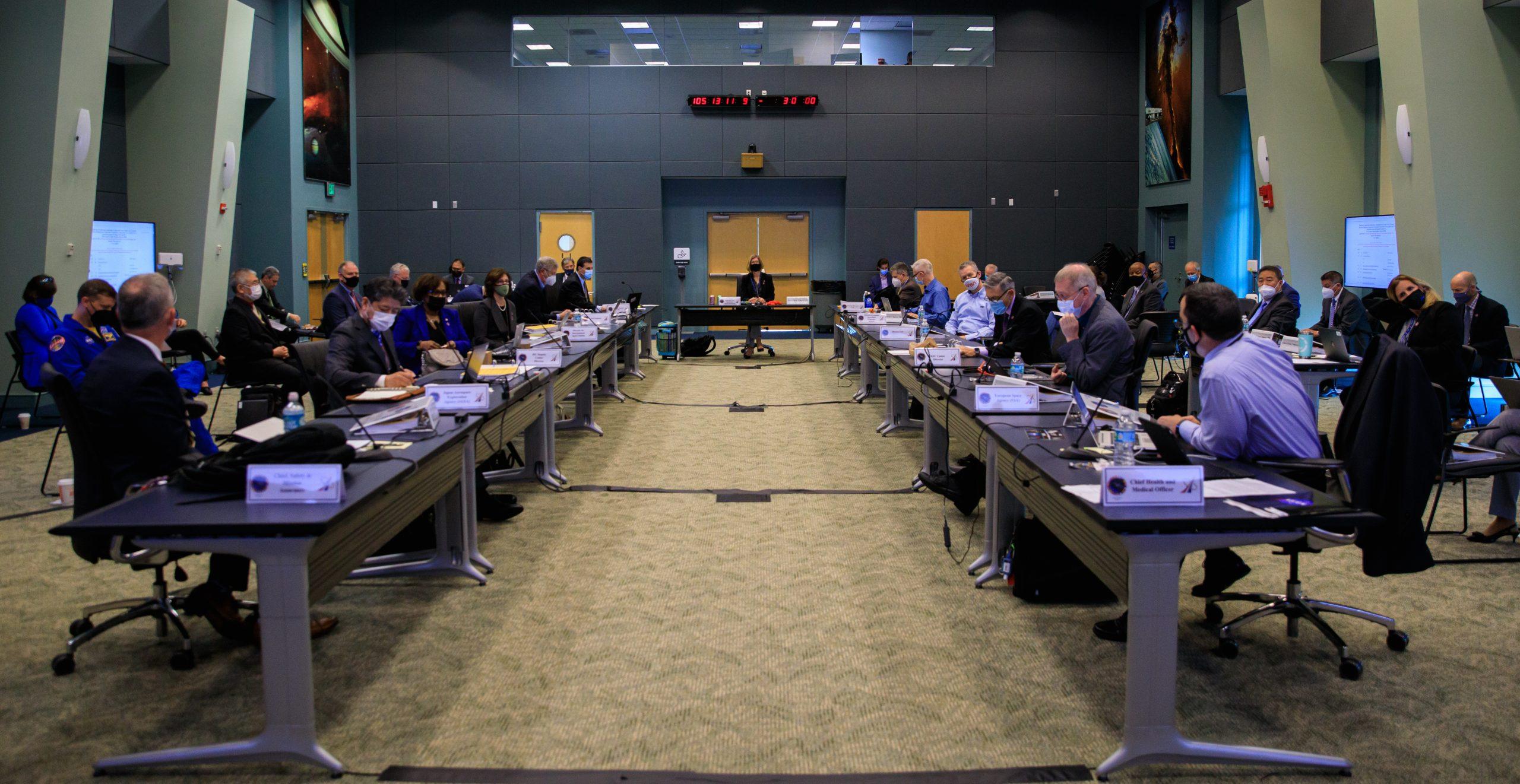 L'examen de l'état de préparation des vols SpaceX Crew-2 de la NASA a lieu au Kennedy Space Center de la NASA en Floride, le 15 avril 2021.