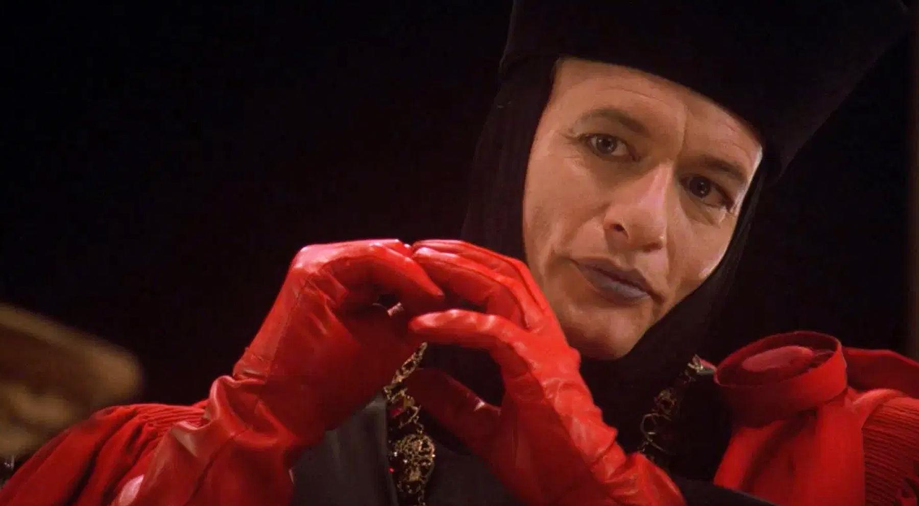 L'entité espiègle Q s'est emmêlée pour la dernière fois avec le capitaine Picard dans