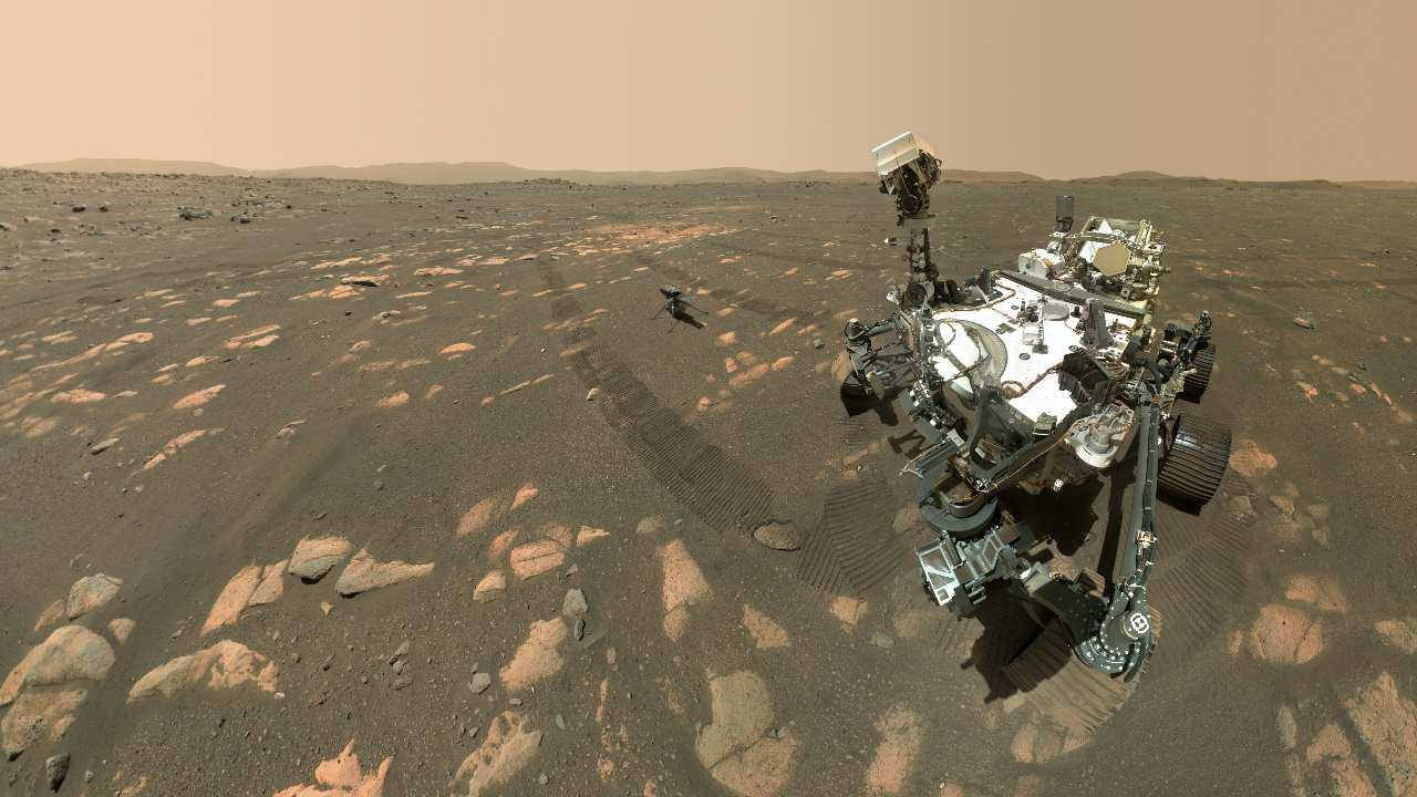 Le rover Perseverance Mars de la NASA a pris un selfie avec l'hélicoptère Ingenuity.  Crédit d'image: NASA