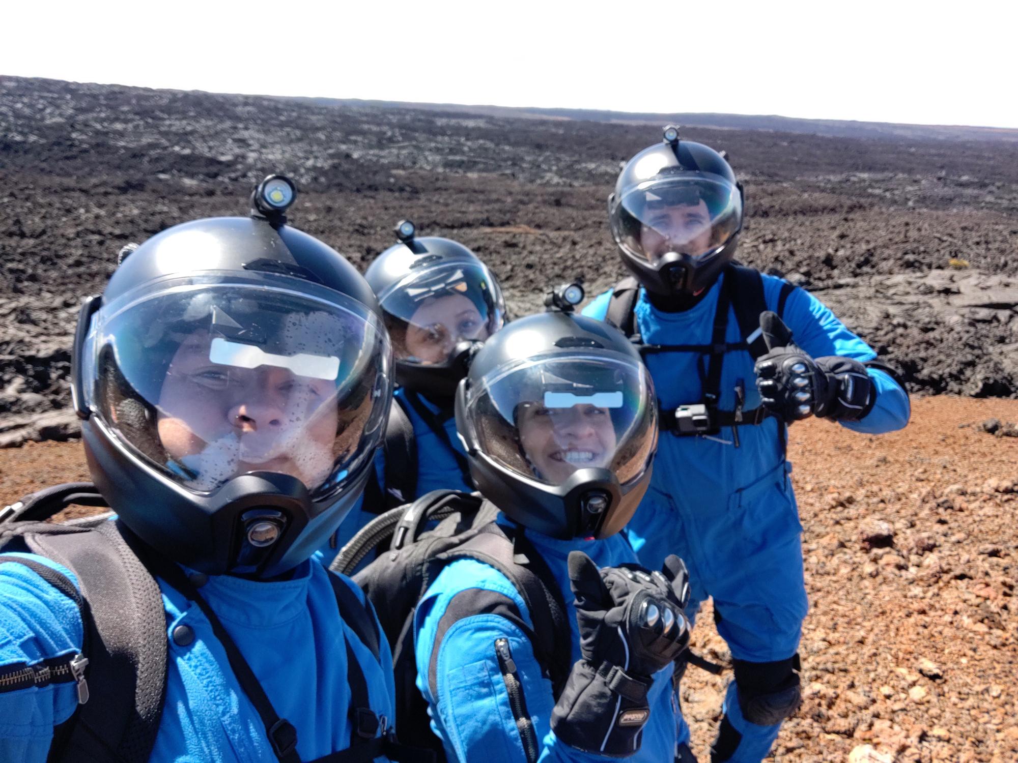 L'équipage de Selene III fait un moonwalk lors de sa mission de simulation lunaire à HI-SEAS.