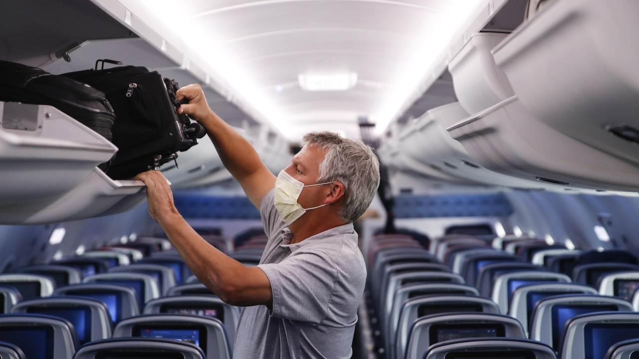 Les sièges du milieu vides réduisent le risque de transmission du COVID-19 dans les avions, selon une étude