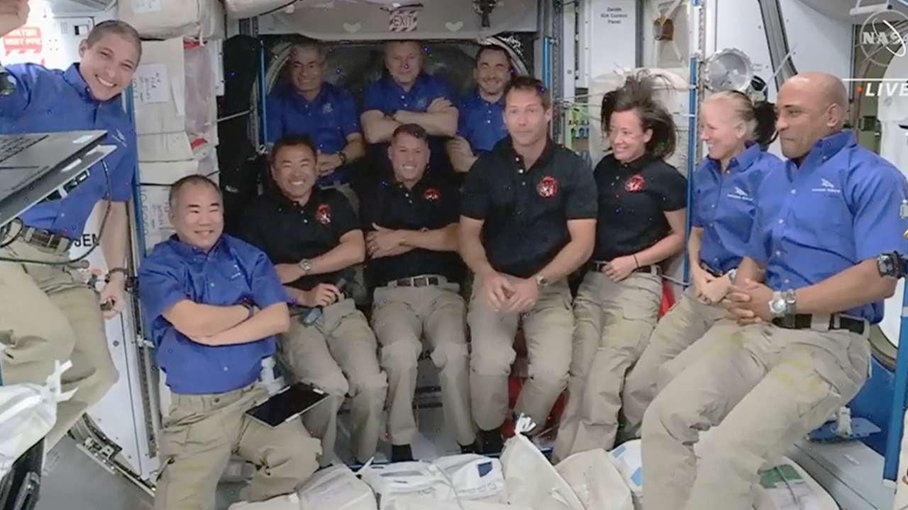 Onze Astronautes Et Cosmonautes Entassés Dans L'iss, La Plus Grande