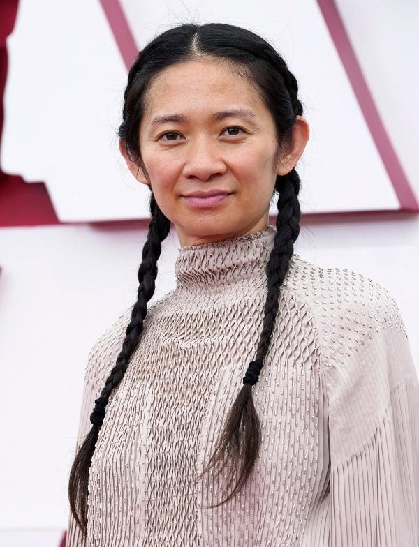 Chloé Zhao sur le tapis rouge.  Photo: (Getty)