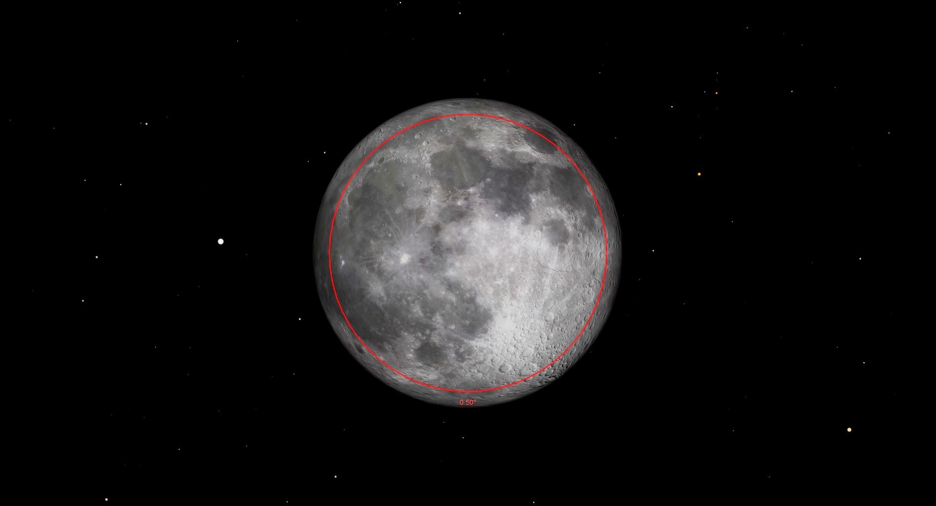 La lune atteindra officiellement sa phase complète le 26 avril à 23 h 32 HAE (03 h 32 le 27 avril GMT).  Cette pleine lune se produira moins de 12 heures avant le périgée, le point de l'orbite de la lune le plus proche de la Terre, générant de grandes marées dans le monde entier et en faisant la deuxième des quatre supermoons consécutives en 2021. Les supermoons semblent environ 16% plus brillantes et 7% plus brillantes. plus grand que la moyenne (cercle rouge).