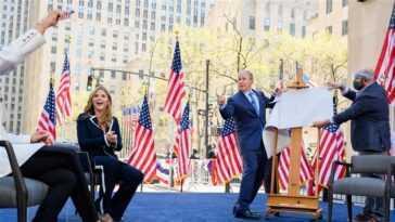Regardez George W. Bush jouer à un jeu de devinettes `` présidentiel '' avec Hoda et Jenna