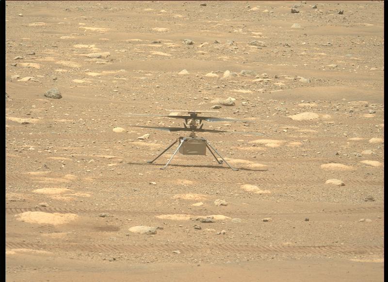 Le rover Perseverance a capturé cette image de l'hélicoptère Ingenuity lors des préparatifs avant le vol le 9 avril 2021.