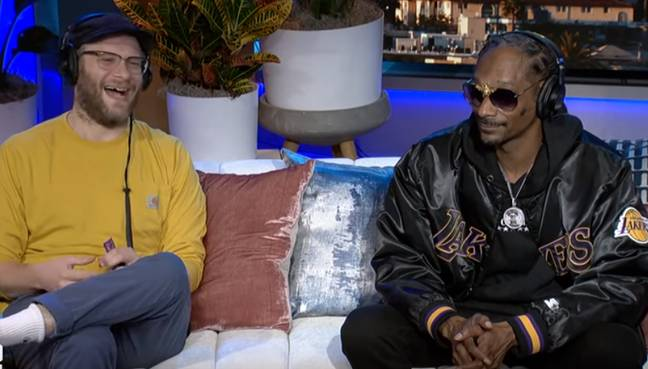 Snoop a fait la révélation aux côtés de Seth Rogen sur The Howard Stern Show.  Crédit: The Howard Stern Show