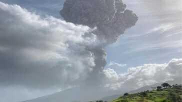 Un Volcan Menace D'effacer La Carte Du Paradis Des Caraïbes