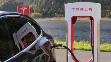 Une Enquête Sur L'accident De Tesla `` Sans Conducteur ''