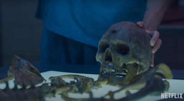 A qui le corps d'Alex a-t-il été retrouvé dans son jardin?  (Photo: Netflix)