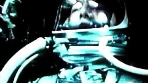 Le pilote d'essai de la marine Alan Shepard devient le premier Américain dans l'espace.