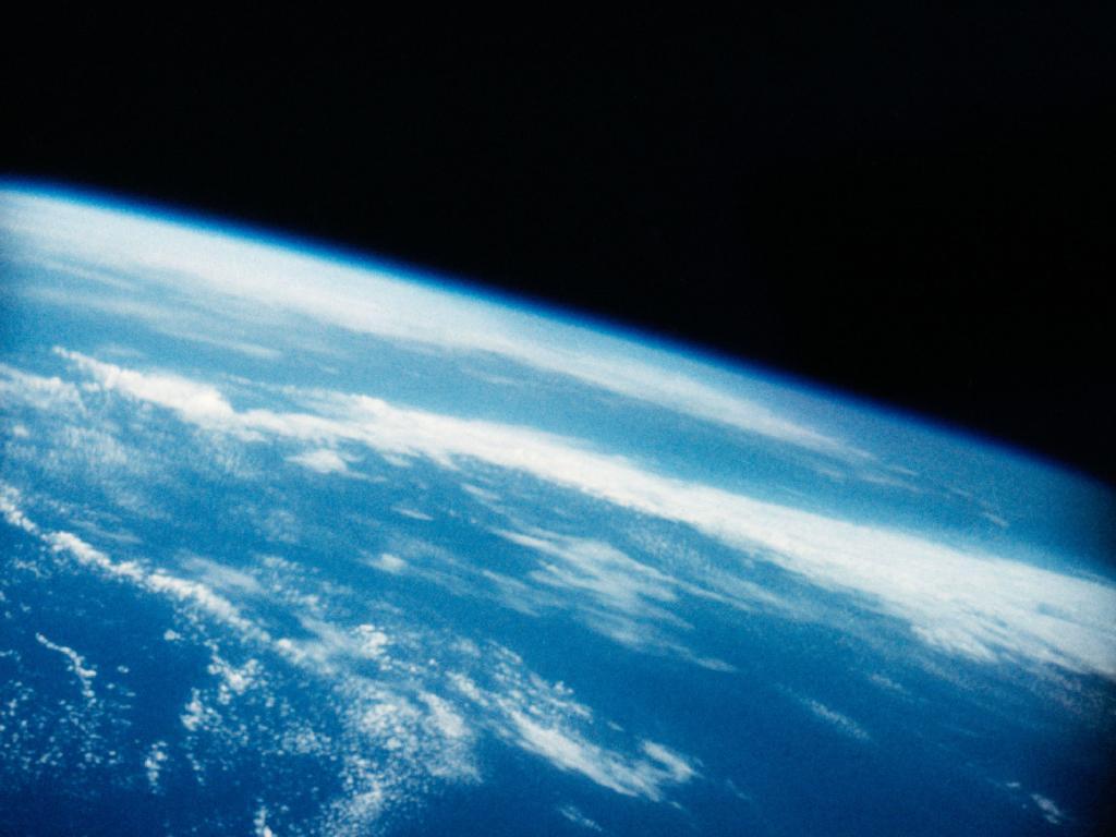 L'astronaute Alan B. Shepard, Jr.avait une vue de la Terre qu'aucun Américain n'avait vue auparavant, regardant la planète natale depuis son vol suborbital historique le 5 mai 1961.