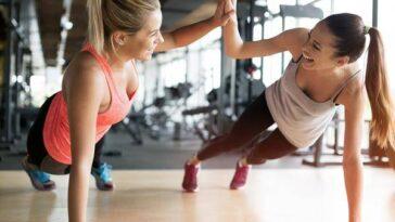 Avec Des Vêtements Ou Des Entraîneurs Personnels: 10 Tendances Fitness